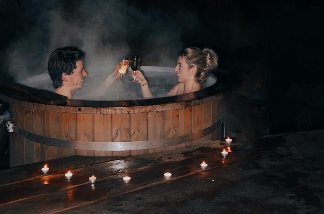 relaxen in hottub